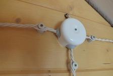 Электропроводка в деревянном доме – способы и решения